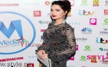 Armeena Rana Khan Attended the Asian Awards