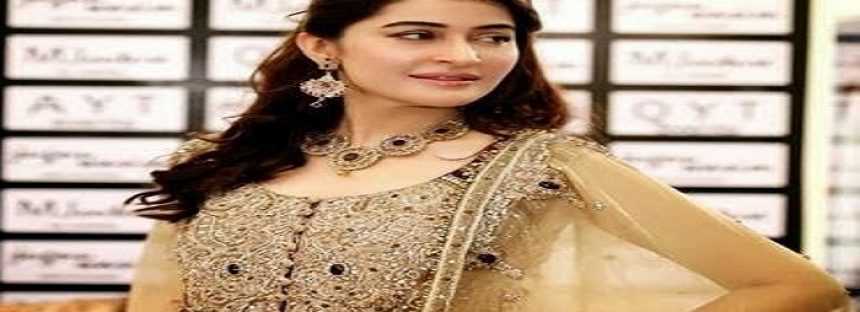 Shaista Lodhi Is All Set To Host A Show In 2017