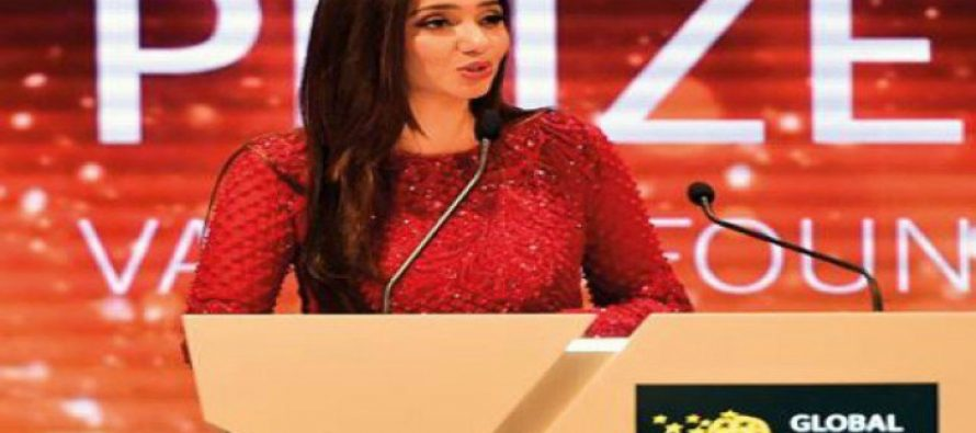 """Teachers are the true stars"", says Mahira Khan at Global Teacher Prize ceremony"