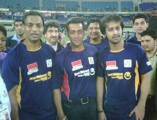A Rare Old Picture Of Salman Khan, Atif Aslam & Shoaib Akhtar Has Surfaced Online!