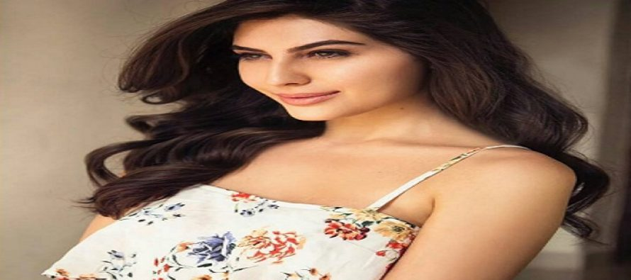 The New Beauty In Town: Maan Jao Naa's Leading Lady Naaz Norouzi