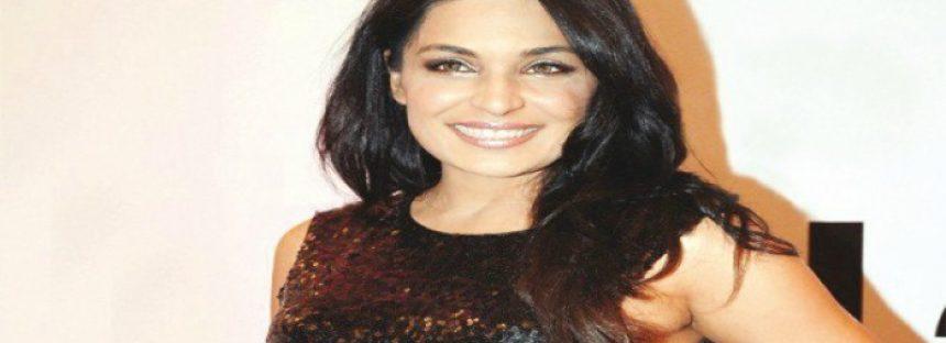 Meera loses her bag in Dubai