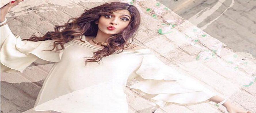 Mawra Hocane Receives Love From Sonam Kapoor & Priyanka Chopra, Here's Why
