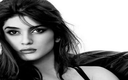 Kubra Khan – Biography, Age, Sisters, Marriage Movies, Dramas