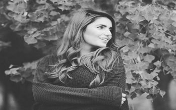 Momina Mustehsan – Biography, Age, Coke Studio, Engagement, Soundtracks