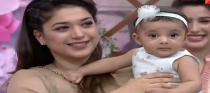 Sanam Jung Brings Her Daughter To The Show For The First Time!