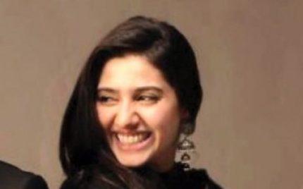 Mahira Khan Sings Beloved Humsafar OST Live