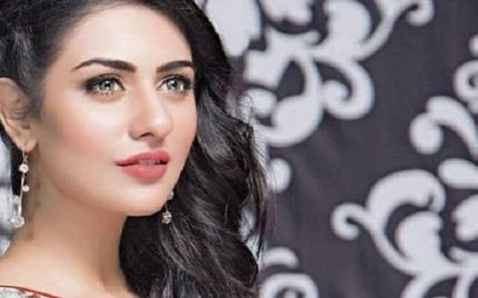 Sarah Khan – Biography, Age, Mother, Family, Sister, Dramas, Wedding