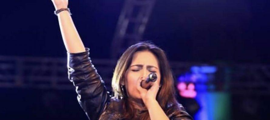 "Natasha Baig Sings ""Ya Maula"" With Yousuf Qureshi"