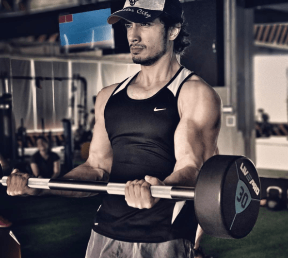 Ali Zafar's Weird Gym Picture Has Us All Wondering