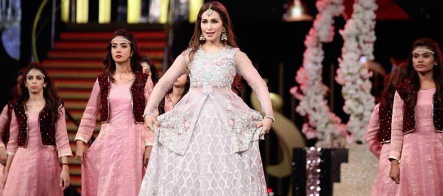 Reema Khan Stuns At Hum Awards!