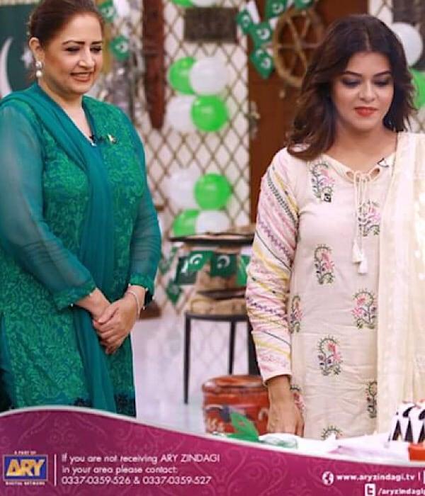 Maria Wasti Celebrates Her Birthday On The Sets Of Salam Zindagi