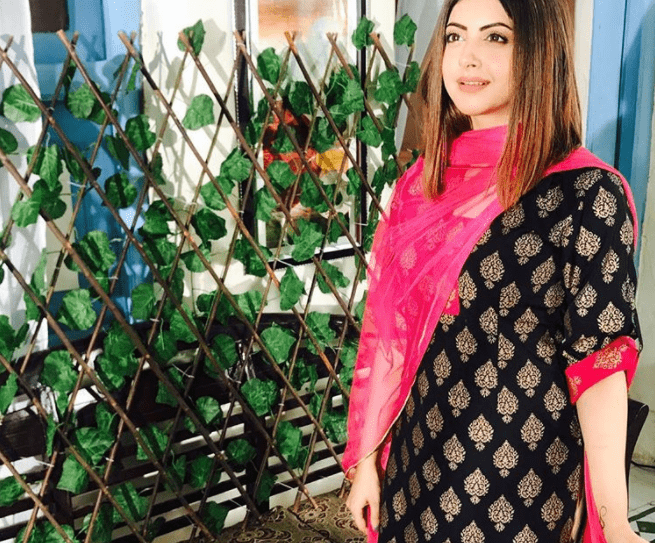 Momal Khalid Shares Pictures Of Her Upcoming Drama For BOL