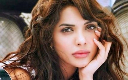 Sara Loren Sees Her Bright Future In Bollywood
