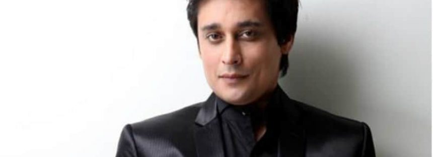 LHC Orders PEMRA To Take A Legal Action Against Sahir Lodhi's Show