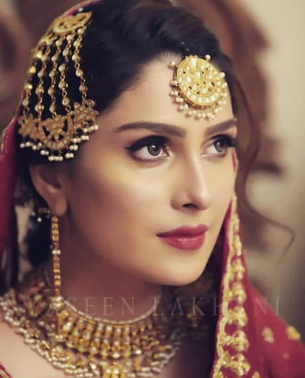 Ayeza Khan Shares Her Look In The New Drama!