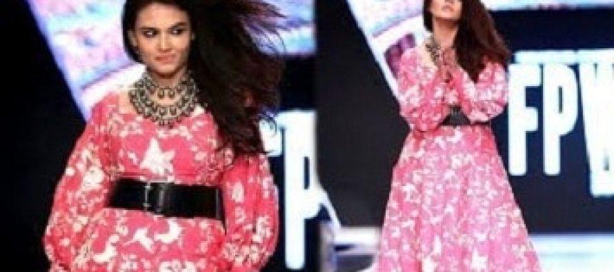 Zara Noor Abbas On Her Ramp Walk!