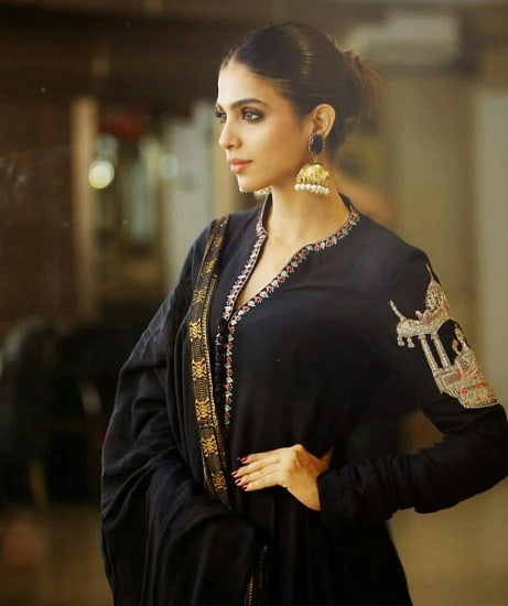 Sonya Hussyn Channels Her Inner Fashionista For Azaadi Promotions!