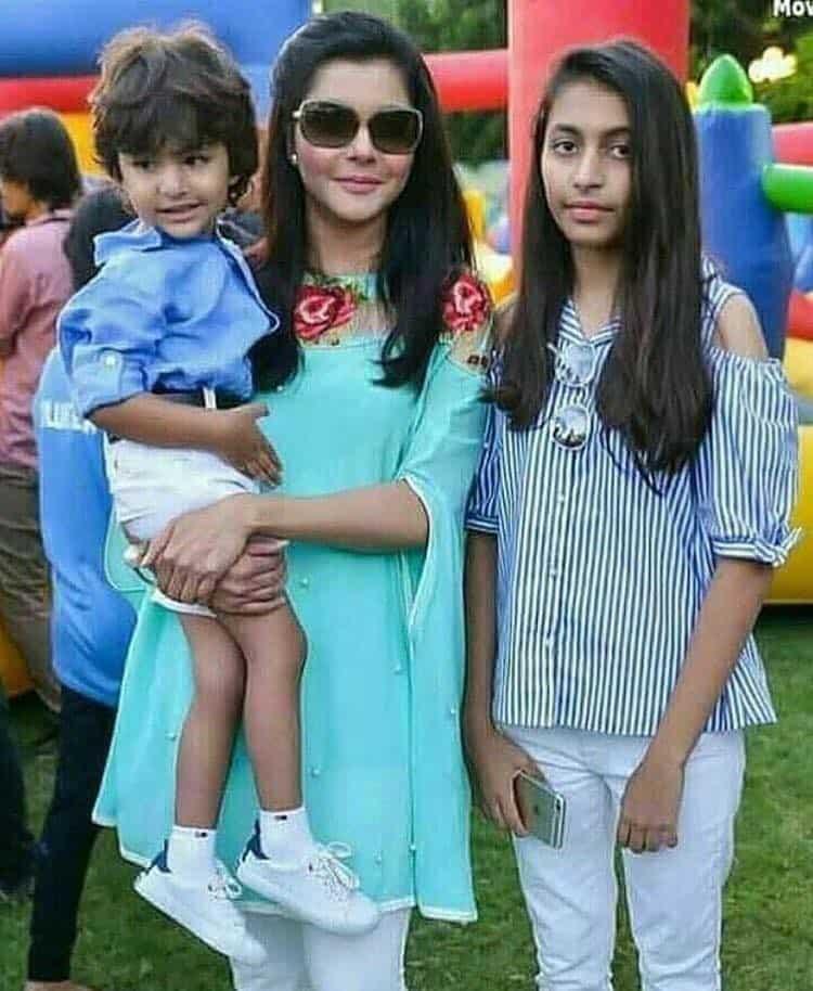 Nida Yasir's Reel Life & Real Life