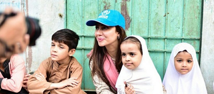 Mahira Khan Spends Time With Refugee Kids!