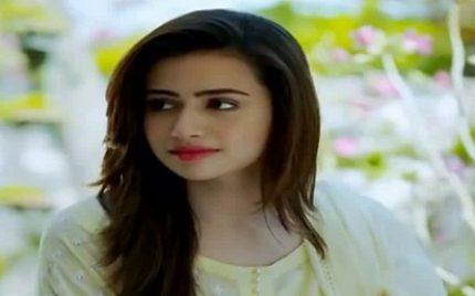 Sana Javed Looks Beautiful With And Without Makeup!