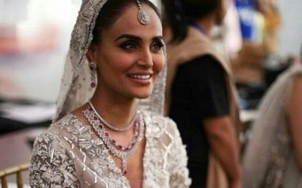 Mehreen Syed Shined On The Ramp During PLBW18!