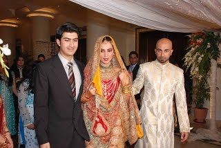 hasnain-and-HSY-bringing-the-bride