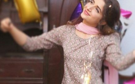 Mawra Hocane Gets A Birthday Surprise From Team Aangan
