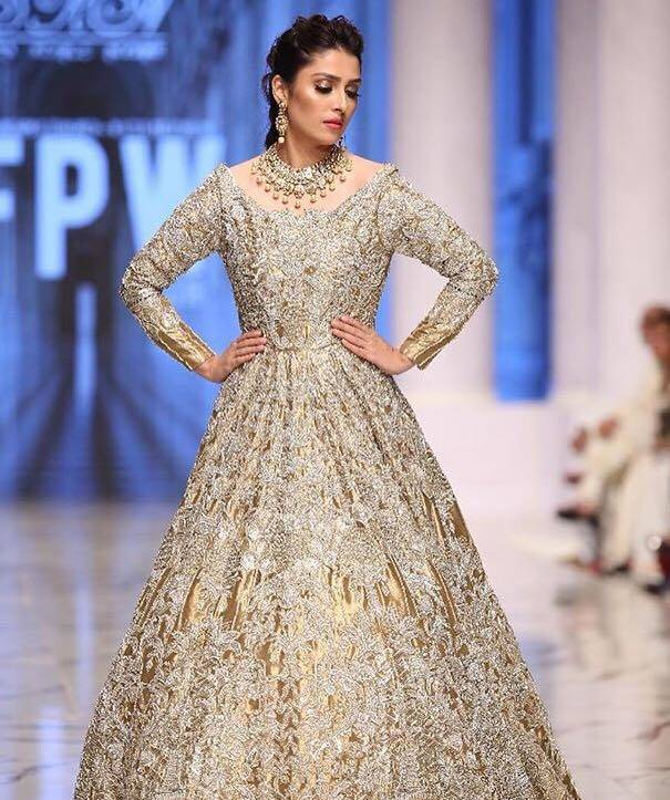 Ayeza Khan Dazzles On The Ramp - FPW Day 2 Pictures