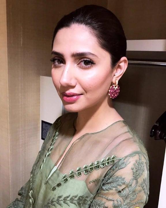 Mahira Khan Is Nothing Short Of A Vision At SKMH Fundraiser