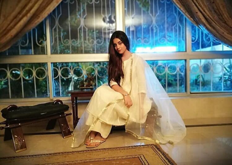 Beautiful Latest Pictures Of Alizeh Shah