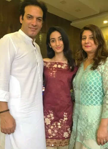 Saleem Sheikh With His Wife And Daughters