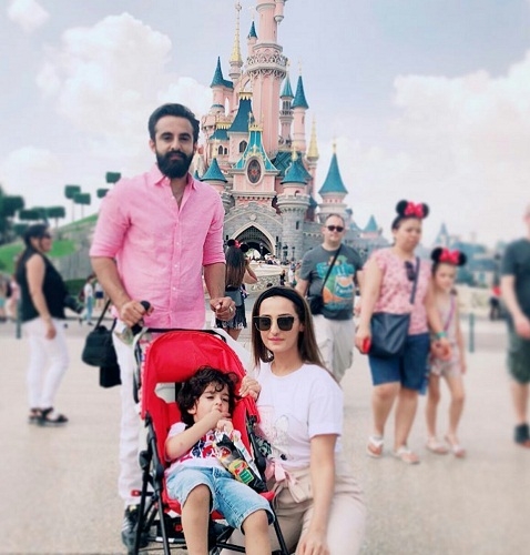 Momal Sheikh With Her Family-Pictures