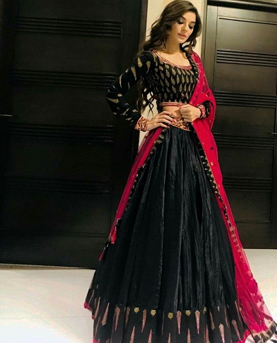 Sadia Khan Is Style Goals At A Friend's Wedding