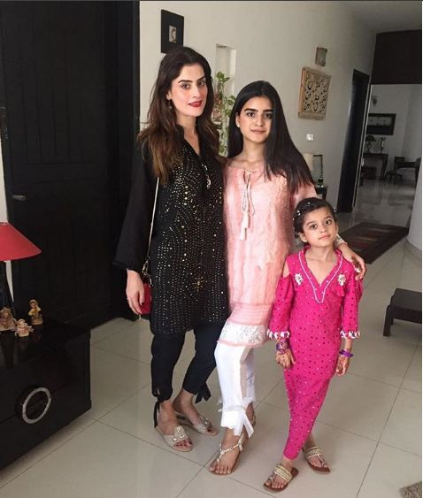 Amna Malik With Her Beautiful Family