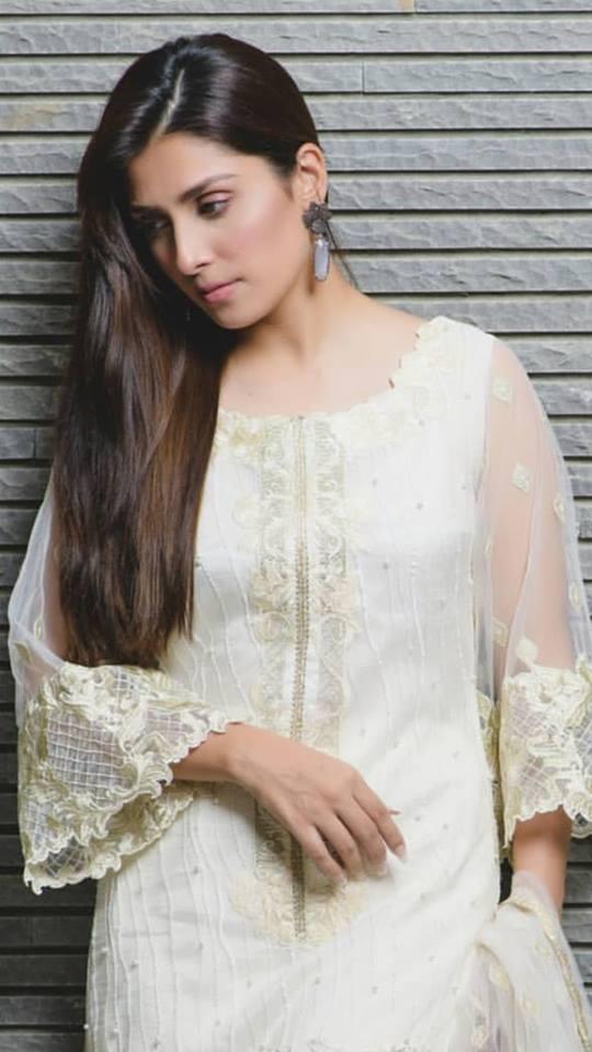 Ayeza Khan In White Defines What Beauty Is