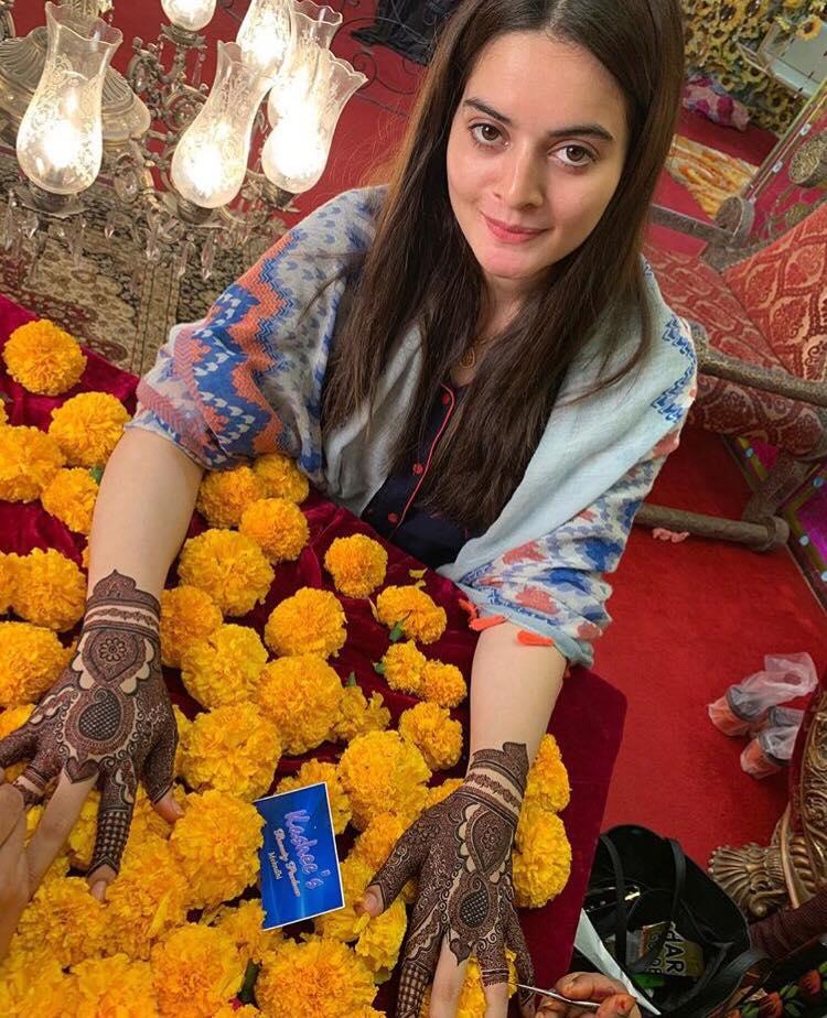 Aiman Khan Mehndi Preparations – Exclusive Pictures & Videos