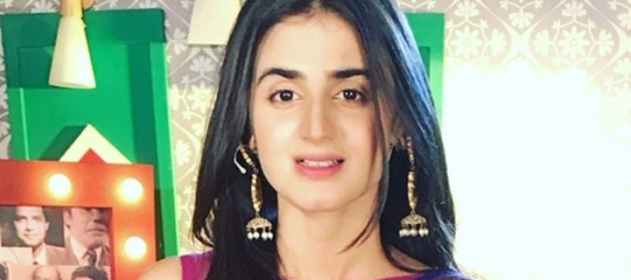 Here's What You Will Find In Hira Mani's Bag