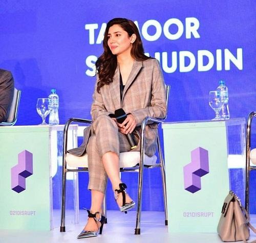 Mahira Khan Looks Stunning At An Event