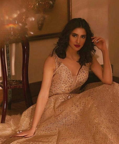Mehwish Hayat Knows How To Stun Her Fans