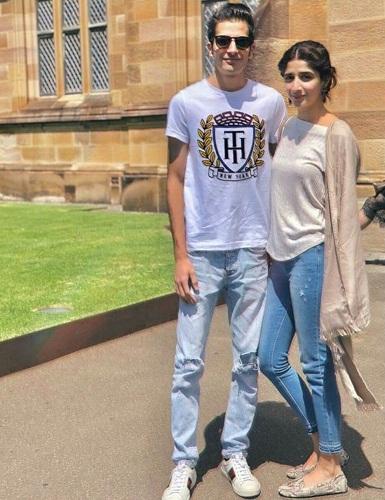 Mawra Hocane Enjoys With Her Family In Australia