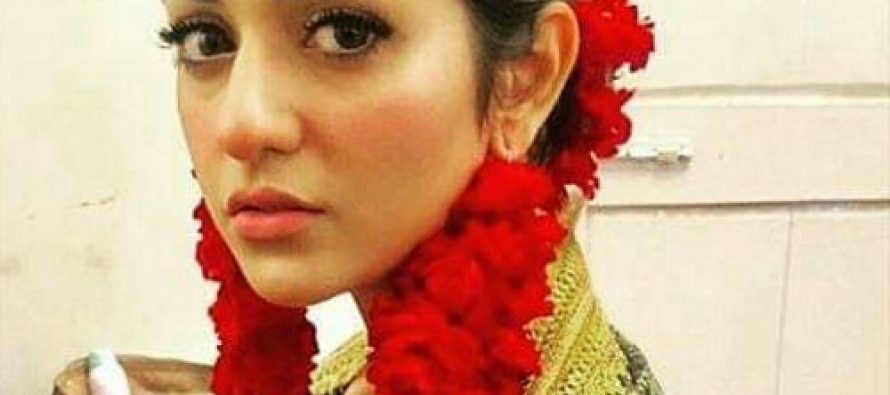 Sara Khan Looks Fabulous BTS Of A New Project