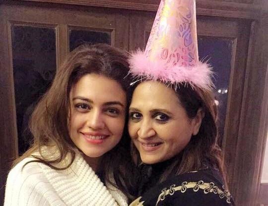 Zara Noor Abbas Pays Tribute To Mother Asma Abbas