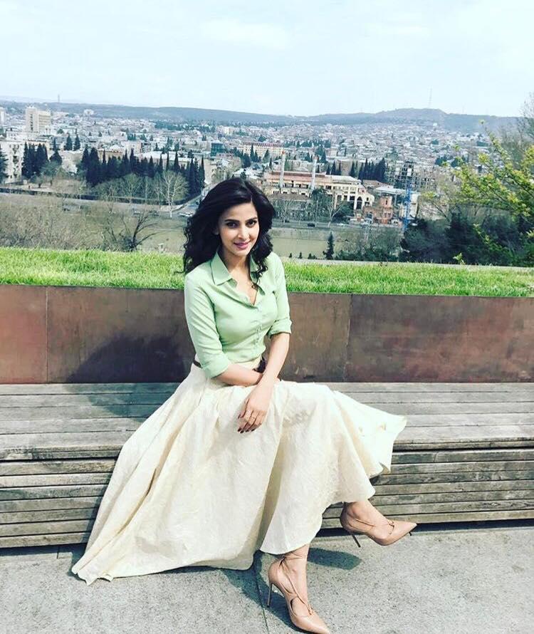 Saba Qamar Shows Her Wardrobe, Bedroom, Shares Personal Details