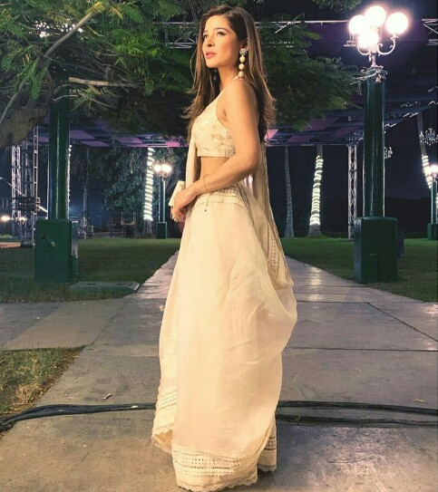 Ayesha Omar Knows How To Stun With Her Looks
