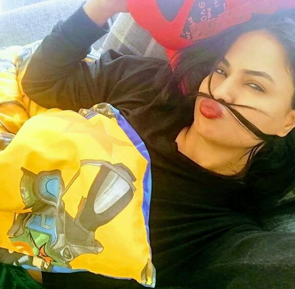 Veena Malik Is Enjoying Life With Her Kids