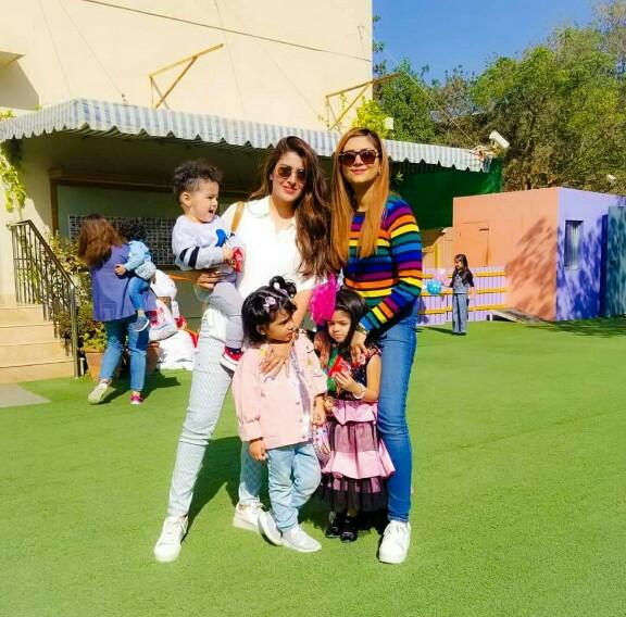 Ayeza Khan And Afifa Jibran With Kids