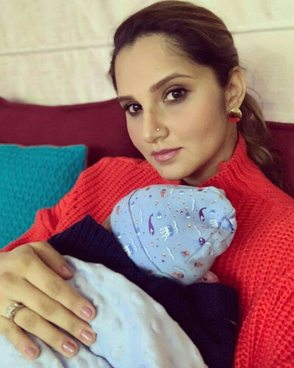 Sania Mirza Got Son's Foot Impressions Done