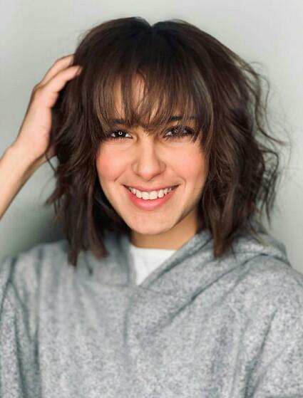 Iqra Aziz Debuts New Hair Style