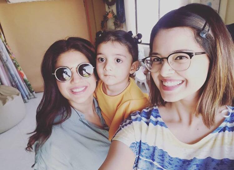 Beautiful Pictures Of Sanam Jung With Her Daughter